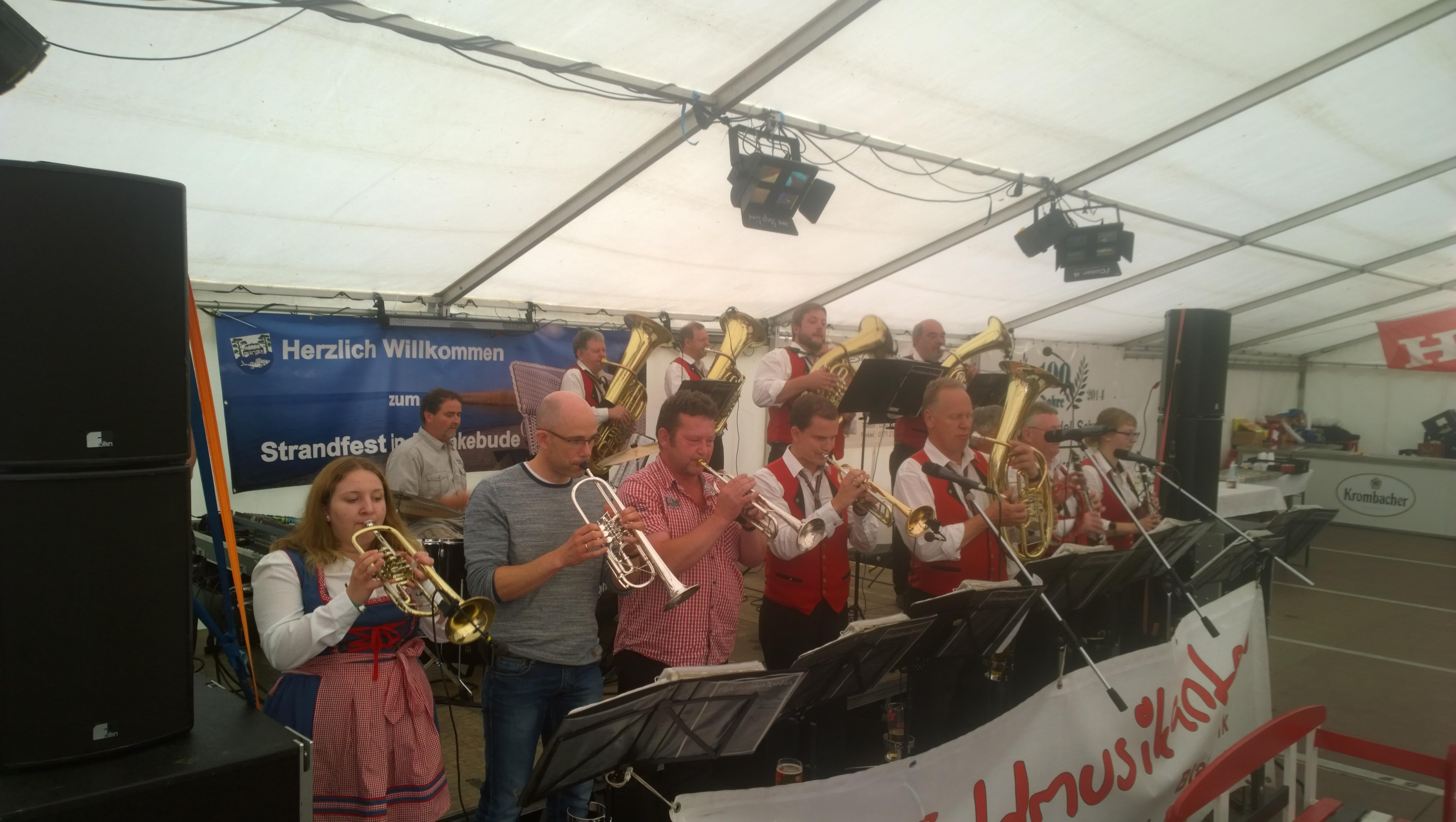 Die Eichsfeldmusikanten gemeinsam mit den Mönkebuder Musikanten